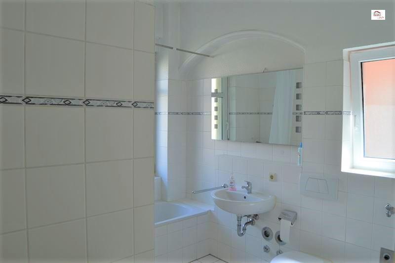 Badezimmer_mit_Fenster